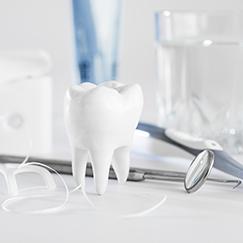 Zahnimplantate richtig pflegen – zu Hause und im Rahmen der ärztlichen Nachsorge